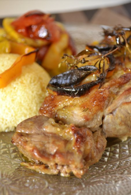 Cuisine Orientale gigot d'agneau légumes bio rôtis et semoule épicé avec du cumin, ras-el-hanout et paprika