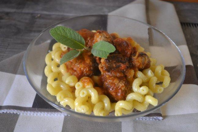 Recette boulette de viande et chorizo à la sauce tomate bio et pâtes serpentini de Barilla - Kaderick en Kuizinn©