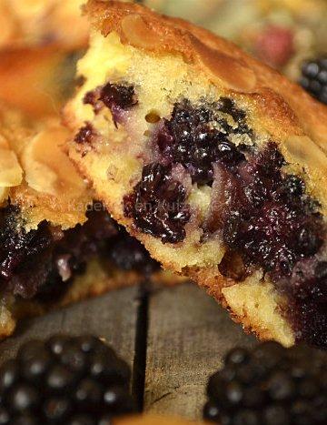 Recette du clafoutis aux mûres sauvages pour un dessert ou un goûter avec des fruits de cueillette - Kaderick en Kuizinn©