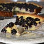 Recette de la tarte au flan pâtissier à la mûre sauvage avec une pâte brisée - Kaderick en Kuizinn©
