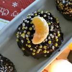 Dome de Noël faites avec de la génoise recouverte de chocolat et fourré de clémentines curd pour un dessert de Fêtes - Kaderick en Kuizinn©2012