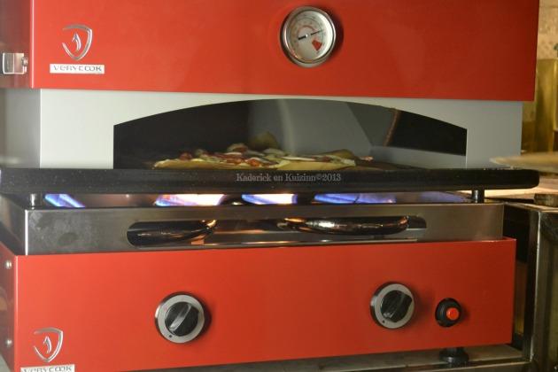 Pizzas maison cuitent à la plancha Verypizz pour des pizzas comme chez le pizzaïolo avec celle-ci au saumon fumé et roquette - Kaderick en Kuizinn©2013