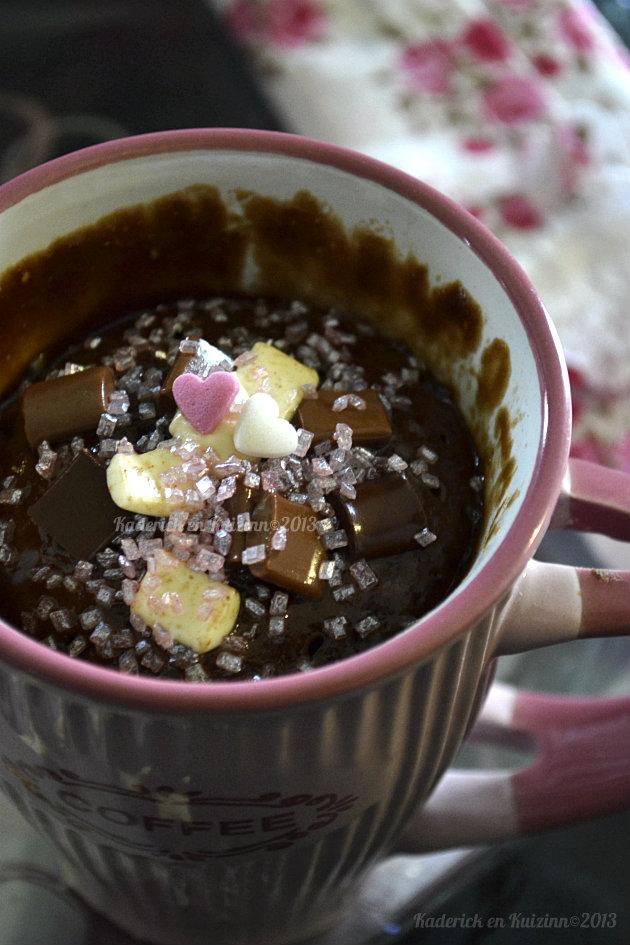 Recette mug cake aux trois chocolats, noir, lait et blanc cuit au micro ondes en une minute - Kaderick en Kuizinn©2013
