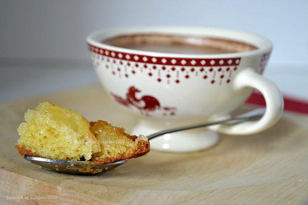 Minis gâteaux renversés aux pommes bio caramélisées pour un goûter accompagné d'une tasse de chocolat chaud - Kaderick en Kuizinn©2013