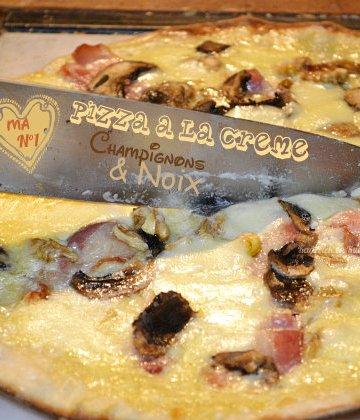 Recette pizza à la crème, champignons frais et noix bio pour une version végétarienne - Kaderick en Kuizinn©2013