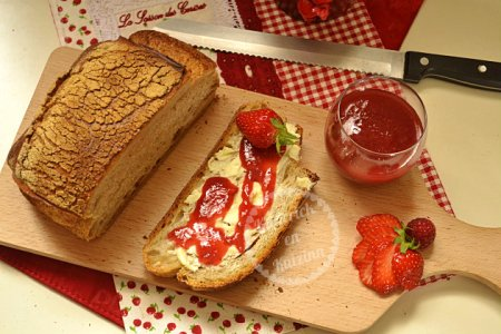 Confiture de fraises, framboises et rhubarbes bio