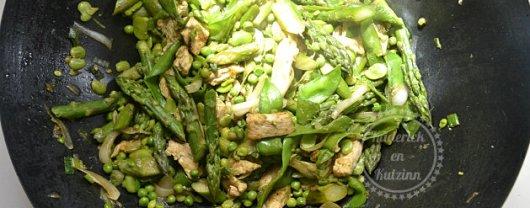 Wok de légumes printaniers et ingrédients - Recette de cuisine simple et saine