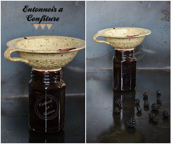 Remplissage bocaux de confiture mûres avec un entonnoir en grès