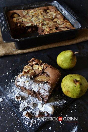 Dégustation fondant au chocolat noir, poires bio et amandes effilées