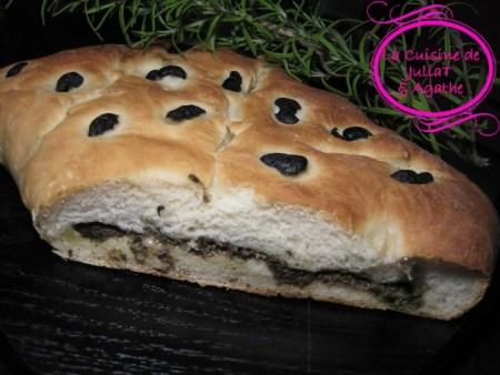 Fougasse-aux-olives-noires-et-olives-vertes-farcies-aux-anchois-part2-8w