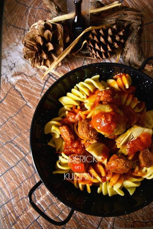 Dégustation des fusillis et saucisse de Toulouse à la sauce tomate - recette italienne