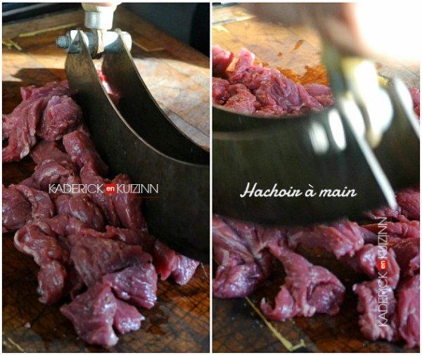 Préparation du tartare de bœuf découpé au hachoir à main à l'ancienne - recette de viande