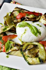 Cuisine plancha - Salade mozzarella tiède aux légumes grillés à la plancha et pesto de basilic