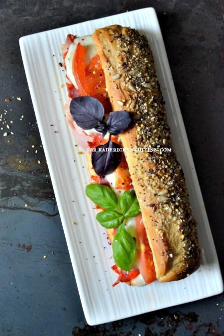Sandwich panini - Pain de mie italien au jambon chorizo mozzarella tomate basilic