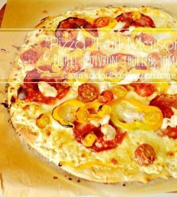 Recette Pizza fine - Pizza au poulet tomate chorizo poivron chez Kaderick en Kuizinn©