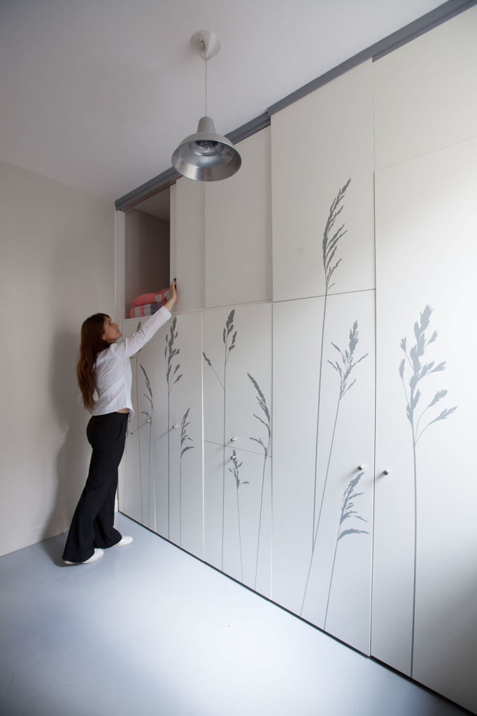 Incredibly Small Apartment in Paris Reduces Functions to Minimum-12