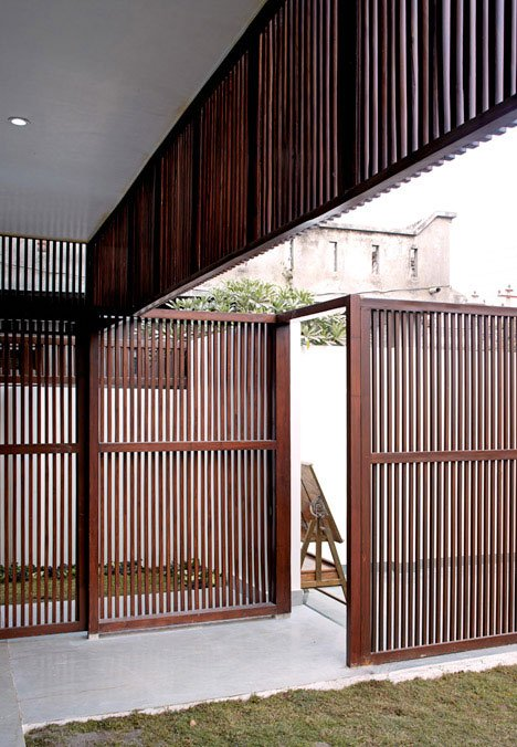 indian holiday home, lattice house, jammu house, wooden facade house, stack volume home, second home design,