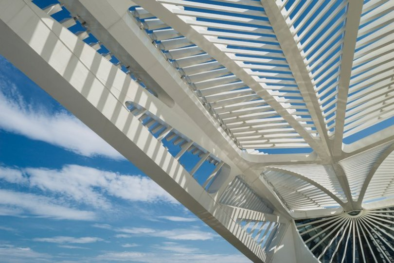 Cantilevering roof with mobile wings Architecture Of New Museum of Tomorrow By Santiago Calatrava