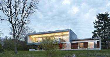 contemporary river Facing house architecture,