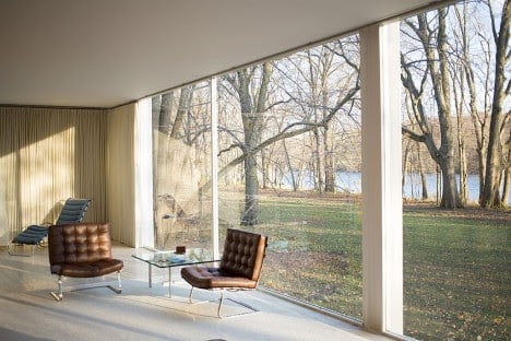 mid century modern furniture of Farnsworth House by Mies van der Rohe