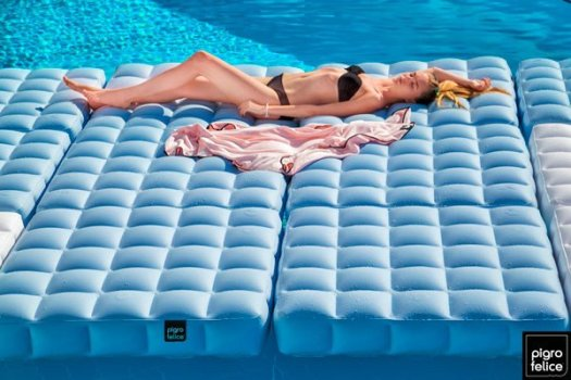 inflatable outdoor sofa-by-Pigro-Felice-Modul-Air-float-furniture