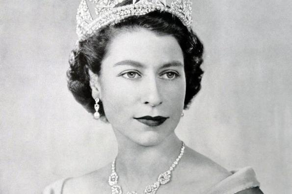 Why Queen Elizabeth hates her crowning?