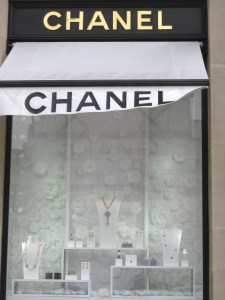 Chanel's jewellery window at Le Place Vendome. Photo: my own.