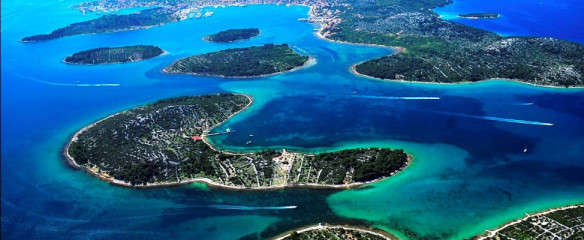 Only a few of Croatian's many, many islands. Source: adriaticprestige.com