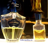 Vintage 1978 Shalimar EDT left, vintage 1984 Shalimar Parfum de Toilette, a stronger concentration on the right. Photo: my own.