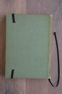 Van het boek De Watervloed hebben we een notitieboekje gemaakt. De eerste pagina's van het originele boek zitten er nog in. Blanco pagina's, voorzien van een zwart elastiek en een lintje.