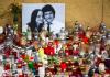 Des bougies ont été disposées devant le portrait du journaliste assassiné Jan Kuciak et sa compagne Martina Kusnirova à Bratislava le 27 février 2018
