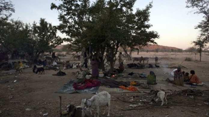 Des déplacés Tchadiens du village de Goz Beida en novembre 2006.