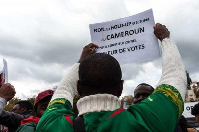 Les partisans de l'opposition dénoncent la réélection de Paul Biya
