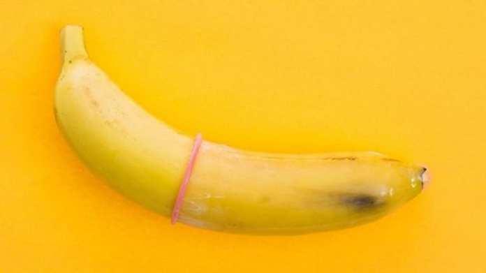 Les préservatifs aident à prévenir la transmission du VIH et protègent contre d'autres maladies sexuellement transmissibles.