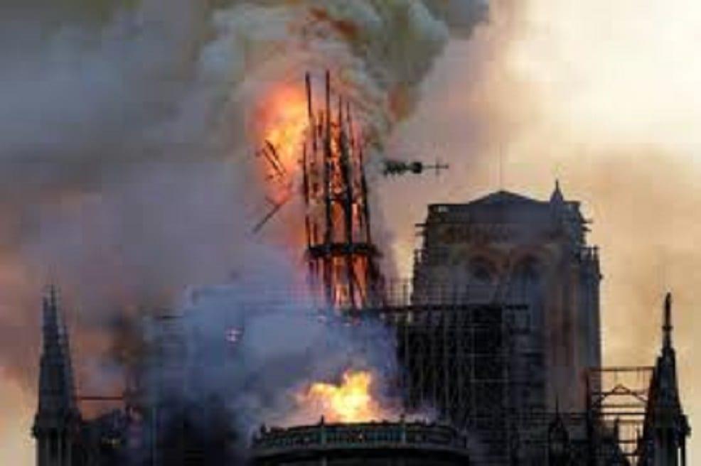 Paris-Notre-Dame-prend-Feu