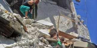 La photo de trois fillettes syriennes suspendues dans le vide devient virale