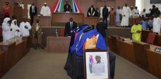 Obsèques solennelles jeudi 29 août pour l'ancien président Dawda Jawara, père de l'indépendance de la Gambie, destitué par le coup d'Etat de Yahya Jammeh en 1994. © REUTERS/Aboubacarr Dem