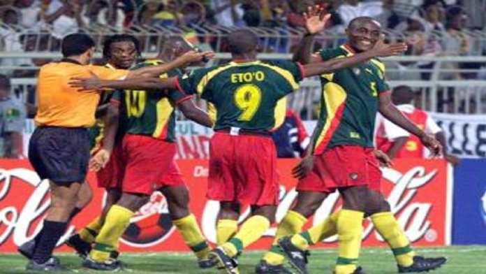 Samuel Eto'o vit une année 2000 exceptionnelle, entre la victoire du Cameroun à la CAN et la médaille d'or aux JO de Sydney.