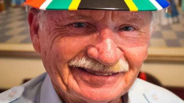 Fred Brownell , concepteur du drapeau national sud-africain, 79 ans