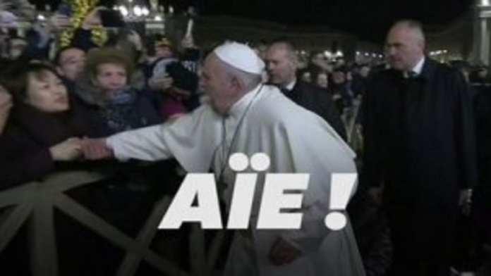 Face à une fidèle, le pape François s'agace, puis s'excuse