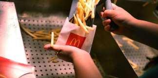 McDonald's recycle ses huiles de friture pour les transformer en biodiesel - JOE RAEDLE / GETTY IMAGES NORTH AMERICA / AFP