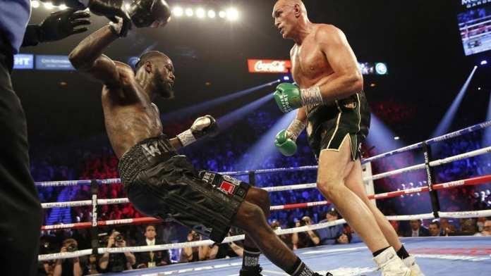 Tyson Fury (à droite) est venu à bout de Deontay Wilder, jusqu'ici détenteur de la ceinture de champion du monde WBC des lourds, ce 23 février 2020 à Las Vegas. REUTERS/Steve Marcus