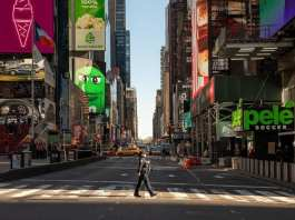 À New York, Times Square est vidé alors que le gouvernement américain a déclaré l'état d'urgence vendredi 13 février. AFP Photos/GETTY IMAGES NORTH AMERICA/david Dee Delgado