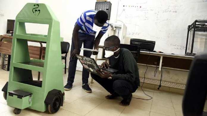 Docteur Car des étudiants sénégalais créent un robot pour aider à combattre le Covid-19