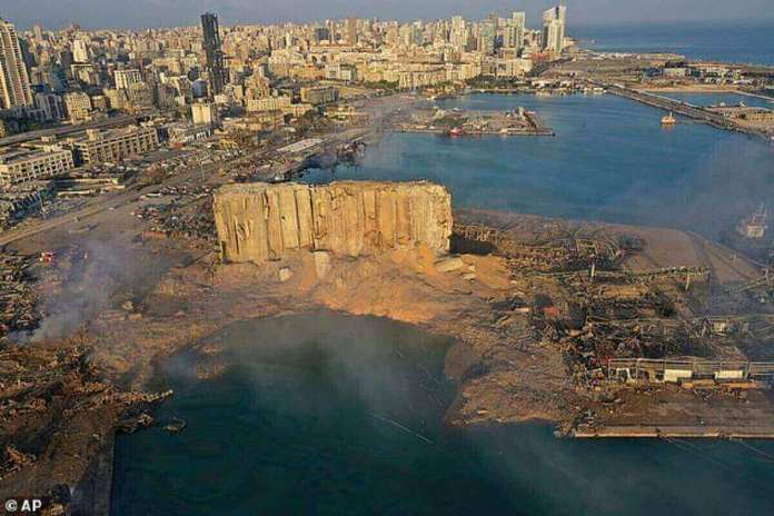Beyrouth est toujours en train de se reconstruire à partir de l'épave de l'explosion, qui a tué plus de 200 personnes et rasé des bâtiments (photo le lendemain de l'explosion)
