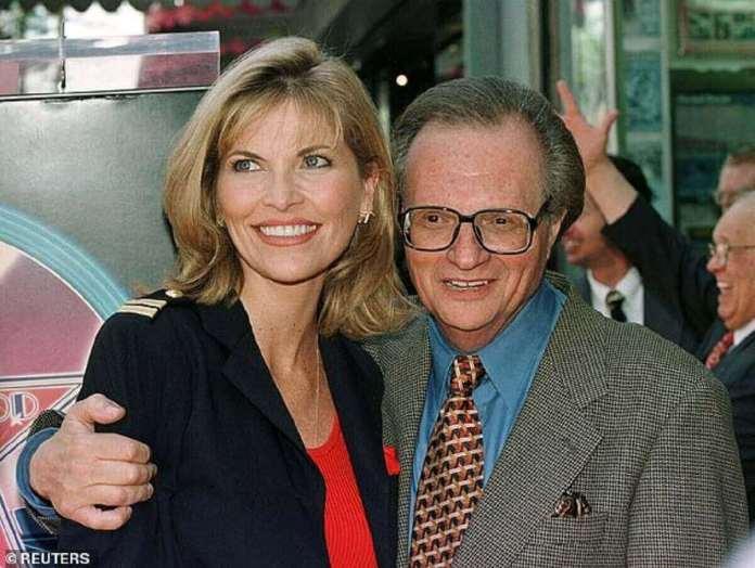 L'épouse de Larry King, Shawn, avait déclaré que l'icône de la télévision était décédée d'une septicémie et était `` prête à partir '' après une récente bataille avec Covid (photo de 1997)