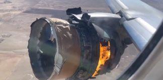 Une photo prise de l'intérieur du vol 328 du moteur en panne. Photographie Chad Schnell via Storyful via Reuters
