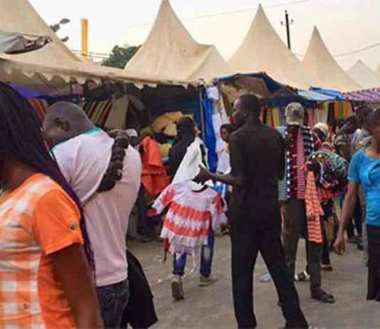 Vol marché Hlm www.kafunel.com prévenue déchire le sac d'une dame et lui soutire 15.000FCfa