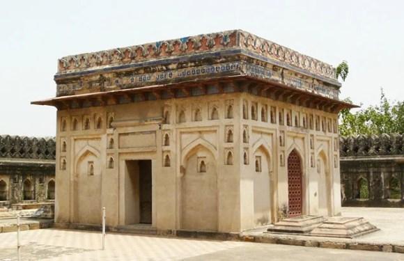 Jamali and Kamali Mosque/Tomb, Delhi