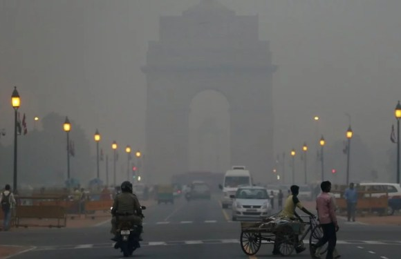 As the Delhi chokes with pollution, here are the 5 ways to keep yourself safe
